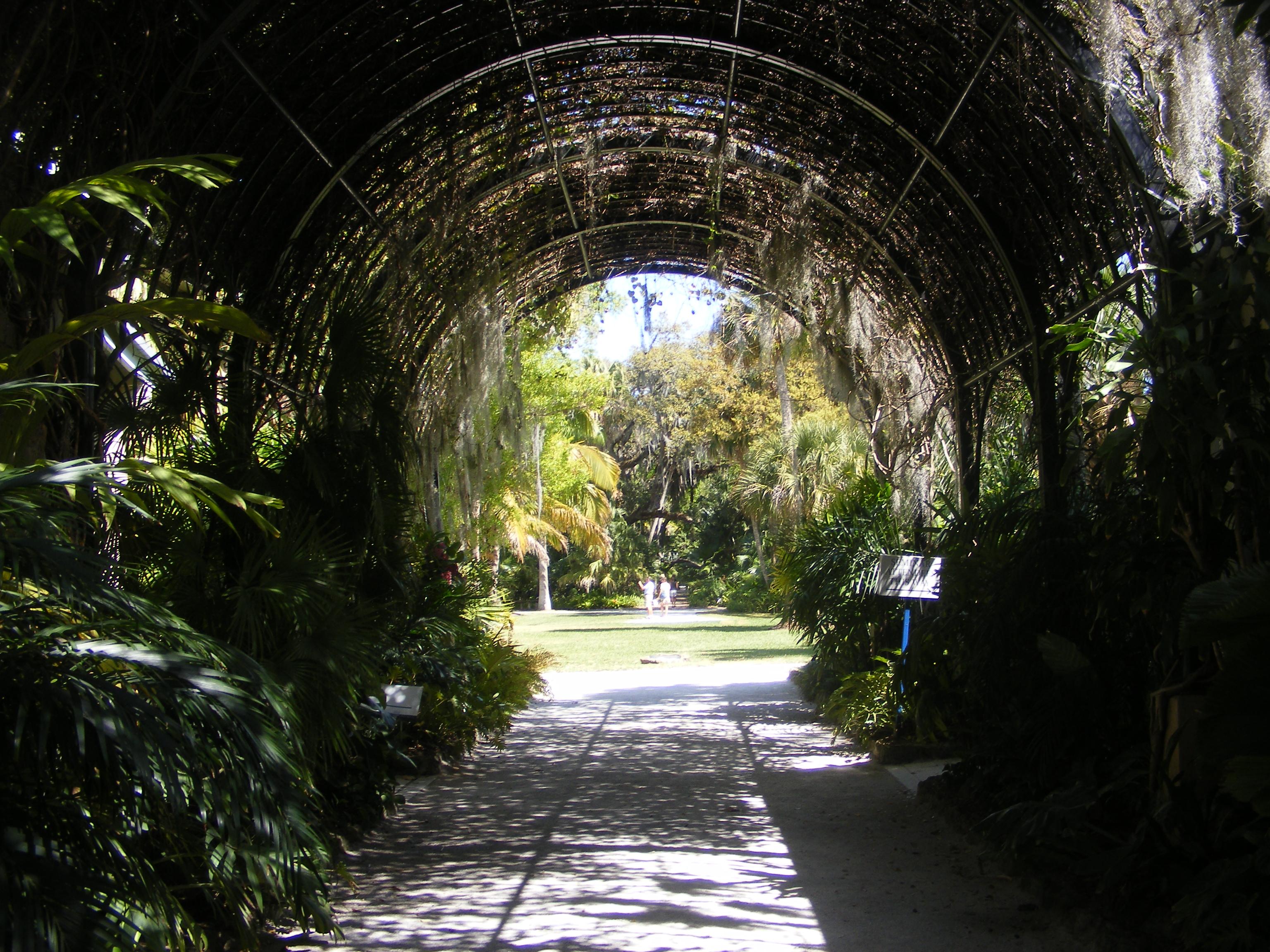 McKEE Botanical Garden 025